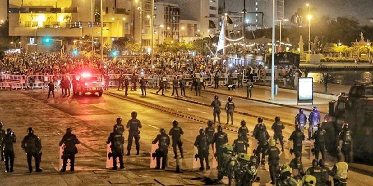 Profesores, estudiantes y centrales obreras marcharon en Cartagena