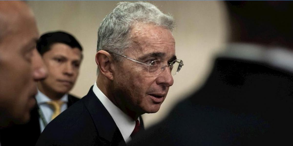 La historia de una secreta reunión en Palacio con el expresidente Uribe a bordo