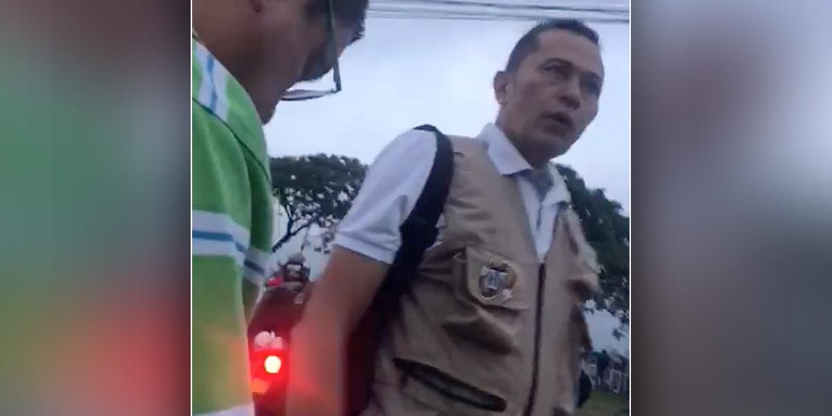 Presidente de la CUT en el Valle se enfrenta e insulta a un agente de la Policía
