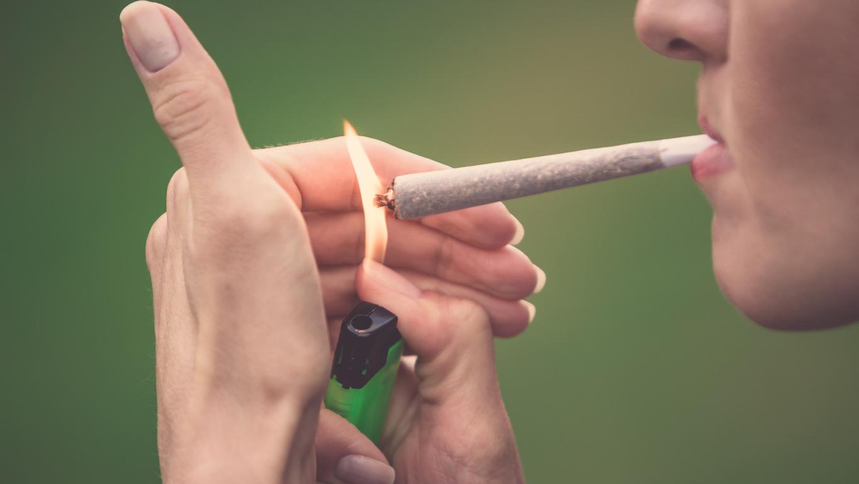 Fumar marihuana aumentaría un 36 % el riesgo de cáncer testicular