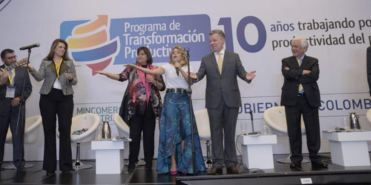 Adriana Lucía se defiende ante ataques por contrato firmado durante gobierno Santos