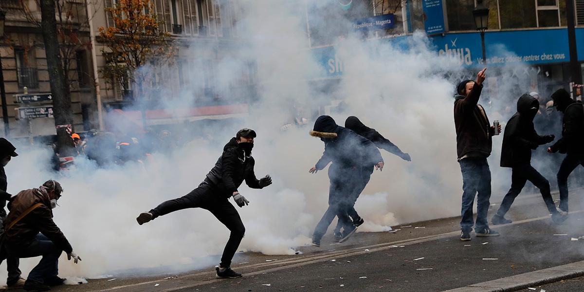 Crece tensión por protestas contra reformas pensionales en Francia