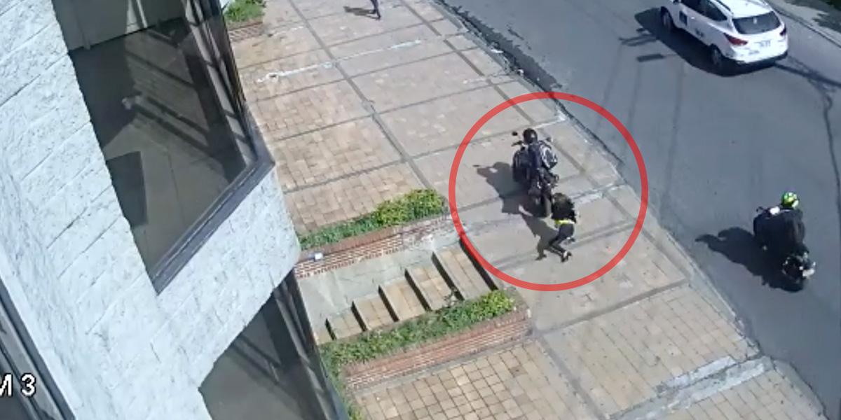 Sigue la inseguridad en el norte de Bogotá: mujer fue arrastrada al no dejarse robar de un motociclista