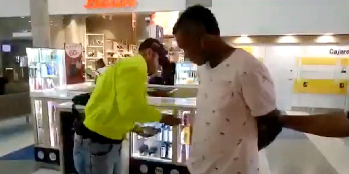 Capturan hombre que extorsionaba con fotos íntimas a menor de edad en Urabá