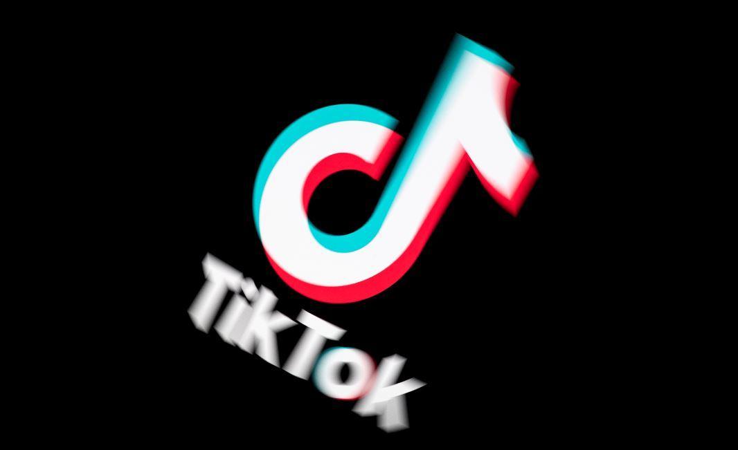 """TikTok recibió una millonaria demanda por """"recolectar y exponer datos de menores de edad"""""""