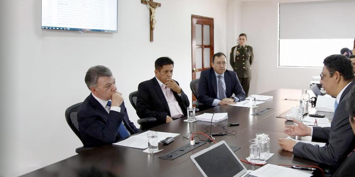 """De nada tengo que defenderme"": expresidente Santos"