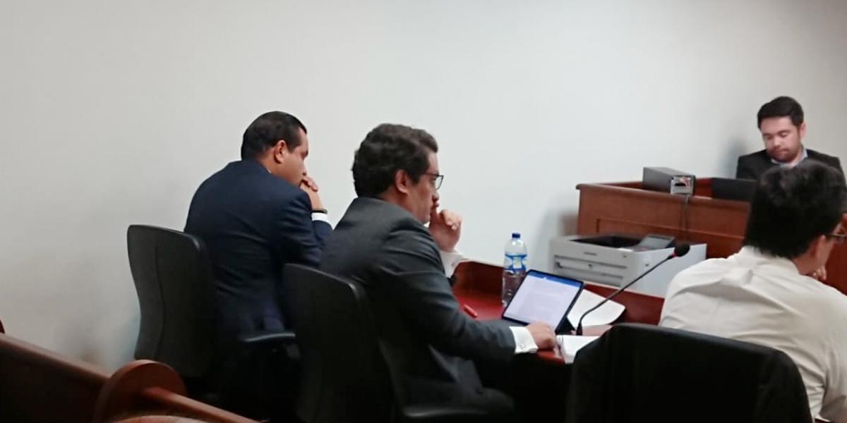 Detención domiciliaria a gobernador de Santander acusado de corrupción en el PAE