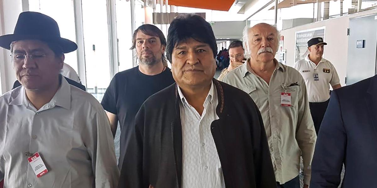 Fiscalía de Bolivia ordena detener al expresidente Evo Morales