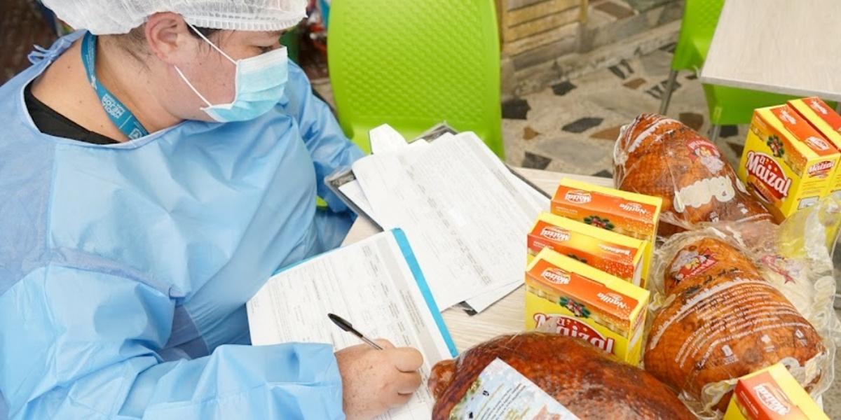 Cuidado dónde compra: incautan más de 3 toneladas de alimentos vencidos en Bogotá