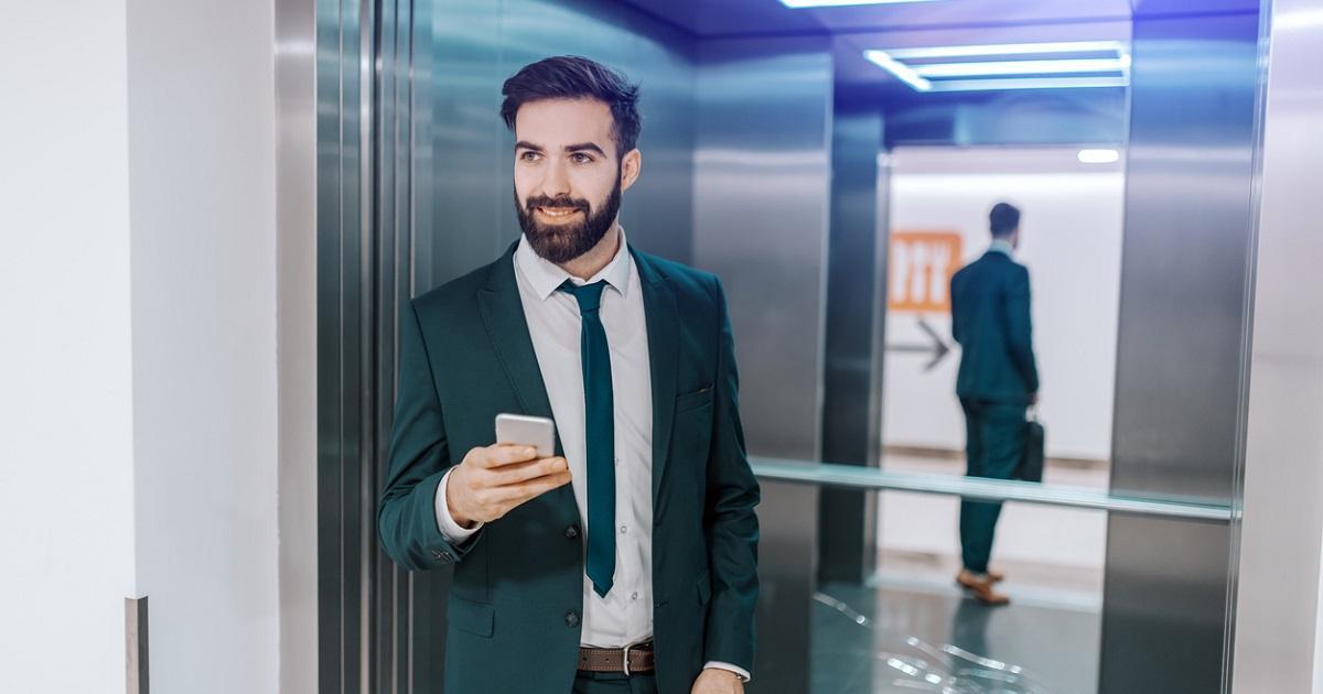 La curiosa razón por la que hay espejos en los ascensores (y no es por seguridad)