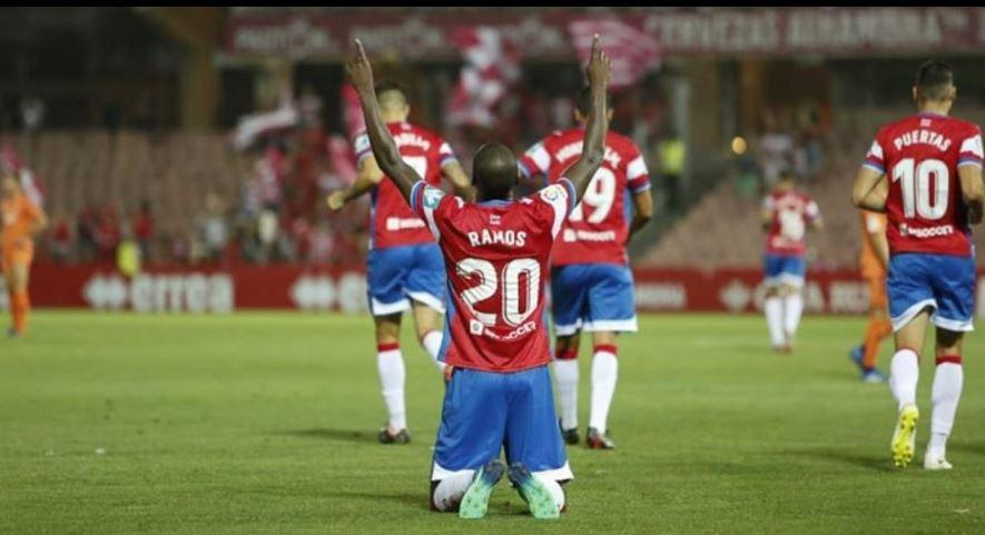 Adrián Ramos marcó doblete con el Granada en la Copa del Rey