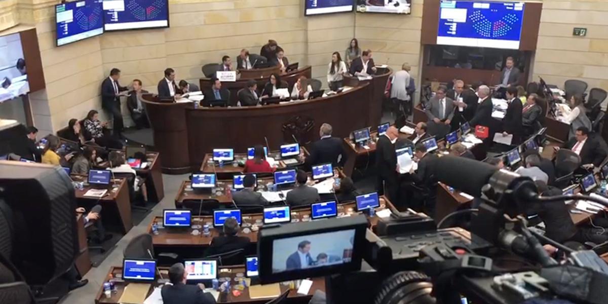 Sin congresistas de la oposición, Senado comienza votación de la reforma tributaria