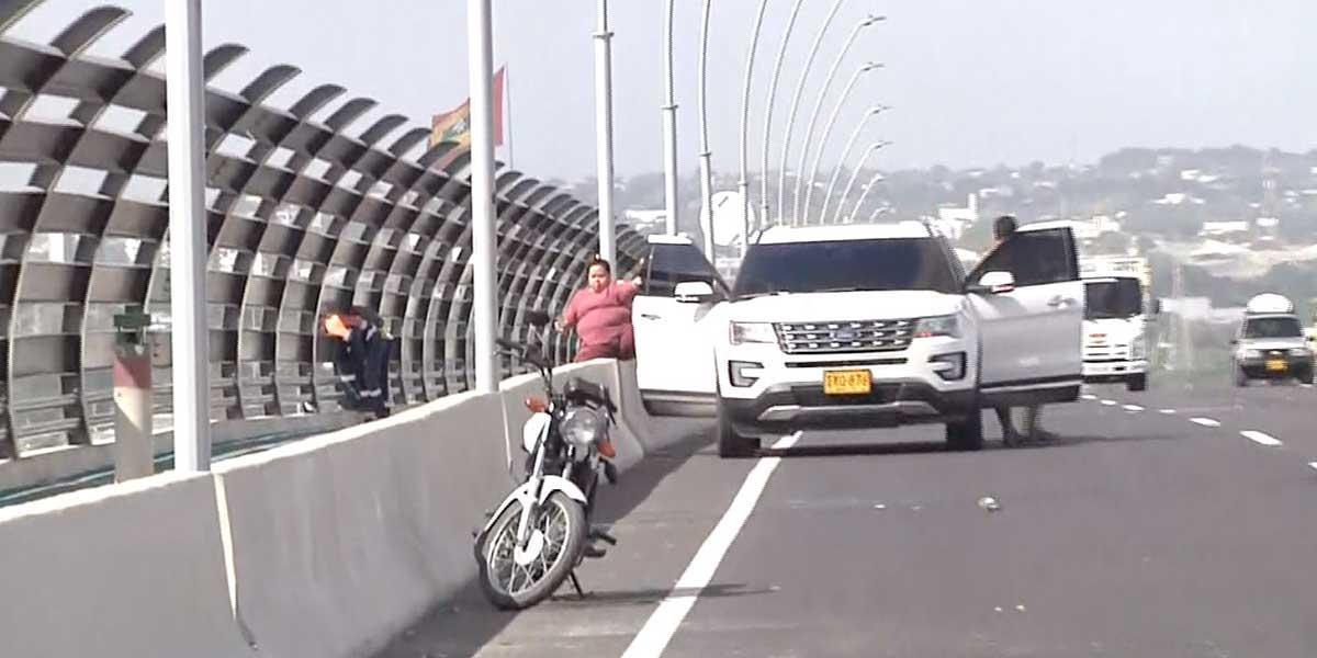 Van 30 comparendos por parquear en el nuevo Puente Pumarejo para tomarse una selfie