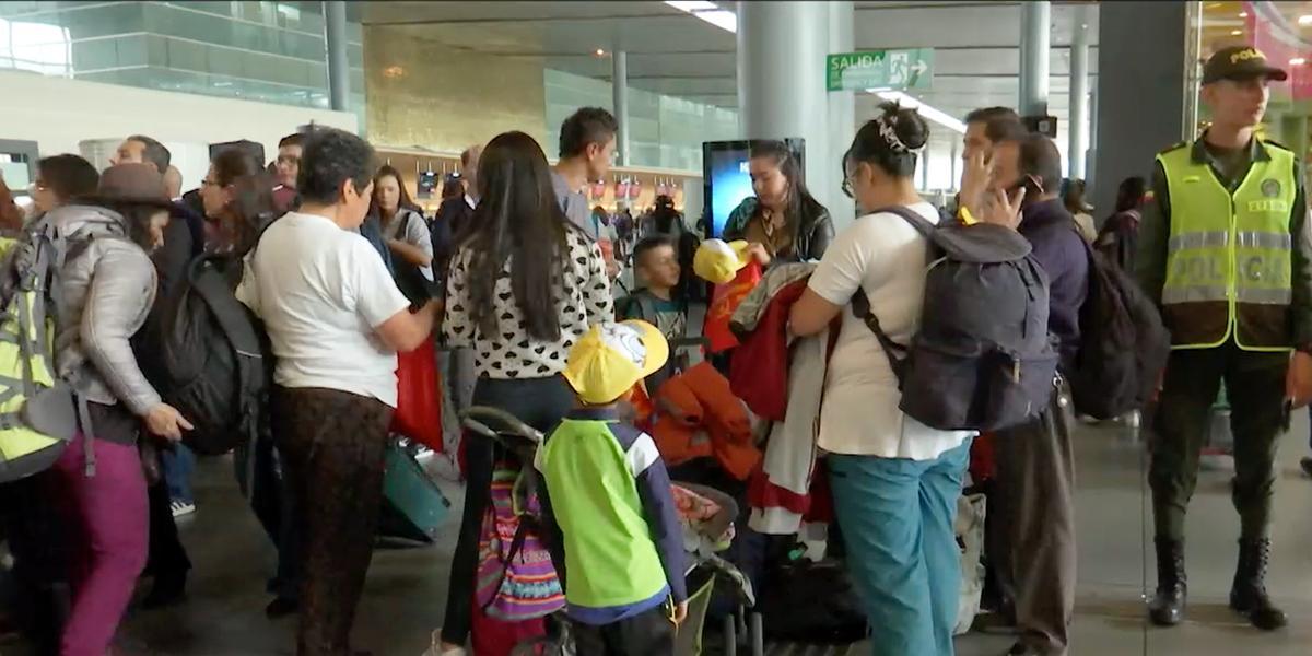 Cientos de viajeros empiezan a salir desde las terminales de Bogotá